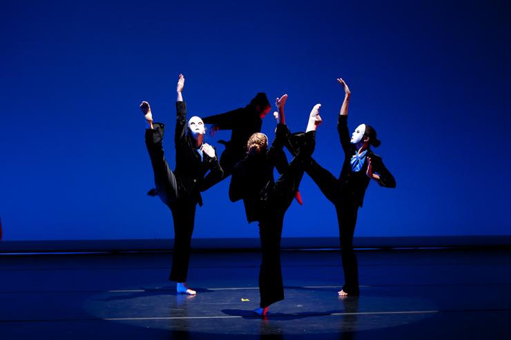Court Dance.<br> Photo credit Jenny Abreu.