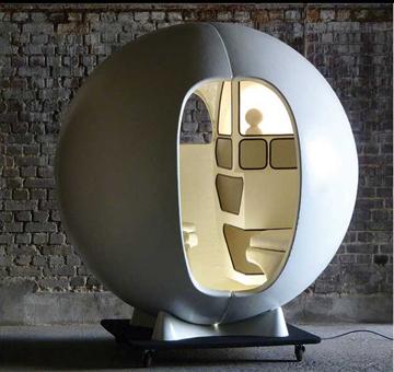 Isolation Sphere<br/> Maurice-Claude Vidili<br/>  Maison Gerard ( Design Miami)