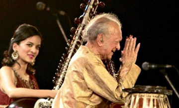Ravi Shankar performed with his daughter Anoushka as part of the Rhythm Foundation's seasons.