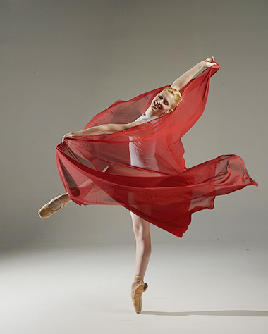 Dancer Chloe freytag, Photo (c) Simon Soong, courtesy of Dimensions Dance Thetare of Miami