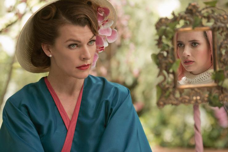Milla Jovovich, Emma Roberts in