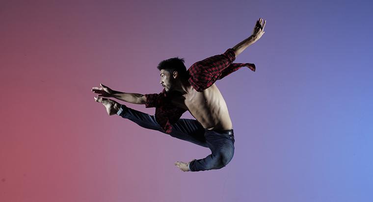 Camilo Pardo<br>  Company: Ballet Metropolitano de Medellin<br>  Photographer: Juan Cadavid