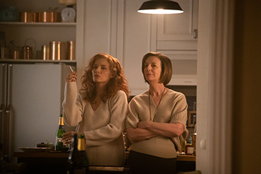 Michelle Pfeiffer as Frances Price and Susan Coyne as Joan in